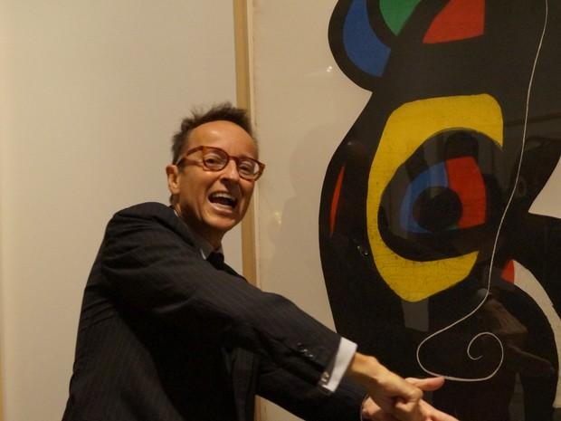 Neto do artista, Joan Punyet Miró apresentou obras em exposição no Masc, na pré-abertura do evento (Foto: Juliano Zanotelli/ RBS TV)