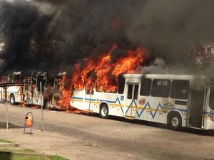 Ônibus é queimado após morte de homem em Porto Alegre (Foto: Arquivo Pessoal)