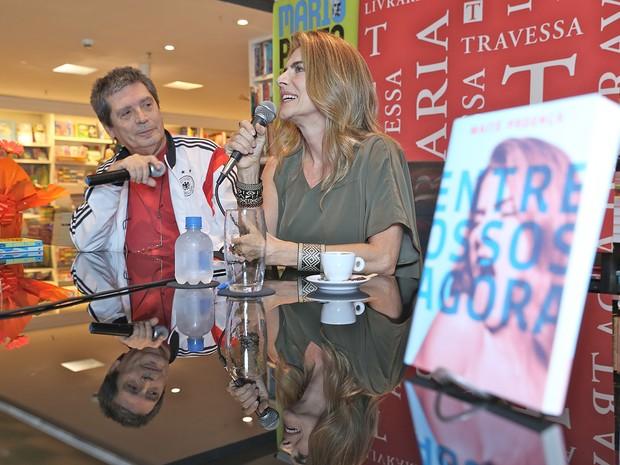 Mario Prata e Maitê Proença em livraria no Leblon, Zona Sul do Rio (Foto: Murillo Tinoco/ Divulgação)