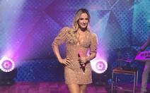 Claudia Leitte faz show 'lacrador'