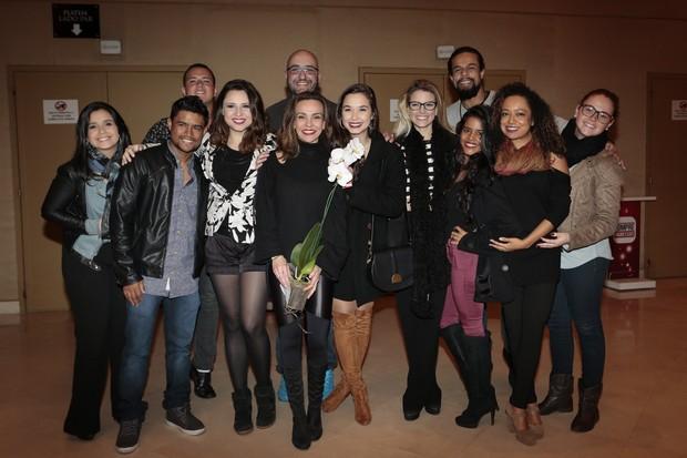 """Flávia Monteiro e os atores que atuaram com ela em """"Chiquititas"""" (Foto: Rafael Cusato/Brazil News)"""