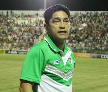 Sérgio China elogia a entrega dos jogadores do Salgueiro em campo (Foto: Emerson Rocha)