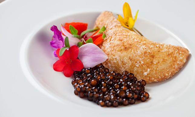 Sagu, tapioca granulada, requeijão, molho inglês, shoyo e queijo coalho