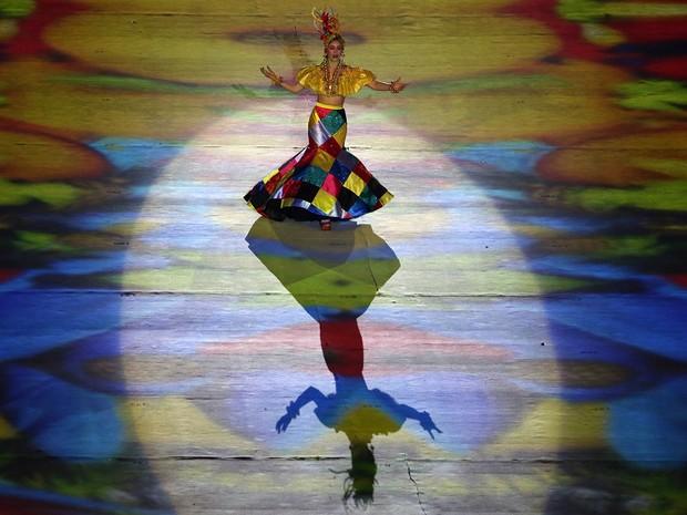 Roberta Sá cerimônia de encerramento da Olimpíada Maracanã (Foto: Reuters)