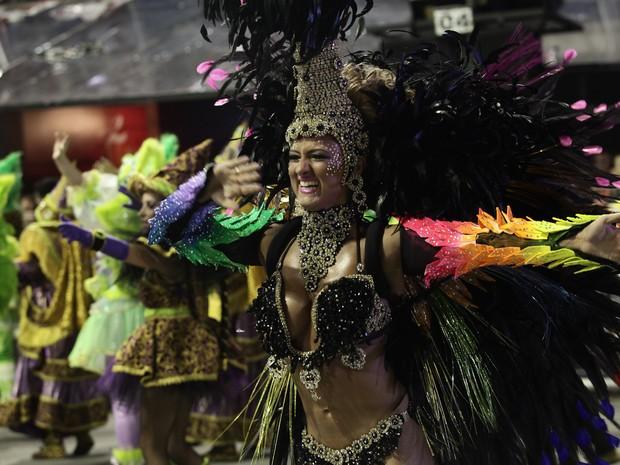 d03cee93d98ce  Musa  capricha na coreografia durante desfile em São Paulo (Foto  Caio  Kenji