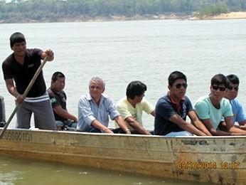 Índios levaram coordenador do Dsei para aldeia na Ilha do Bananal (Foto: Vanessa Lima/ site O Repórter do Araguaia)