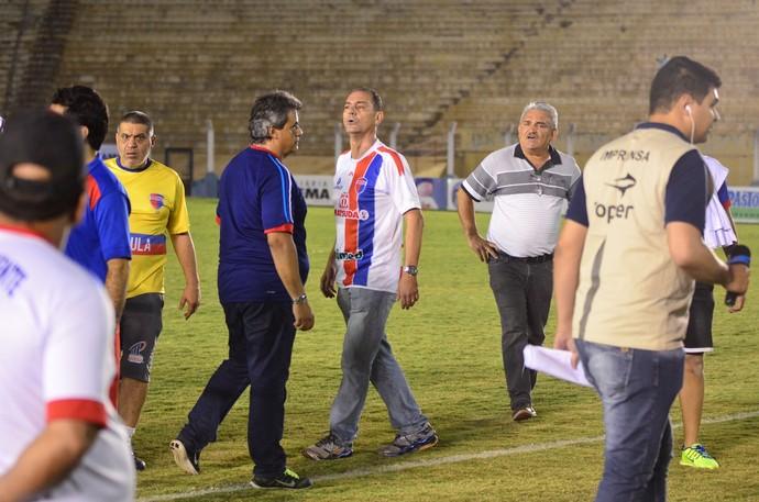 Tupã precisou ser contido após a partida (Foto: Rodolfo Lesse / Cedida)