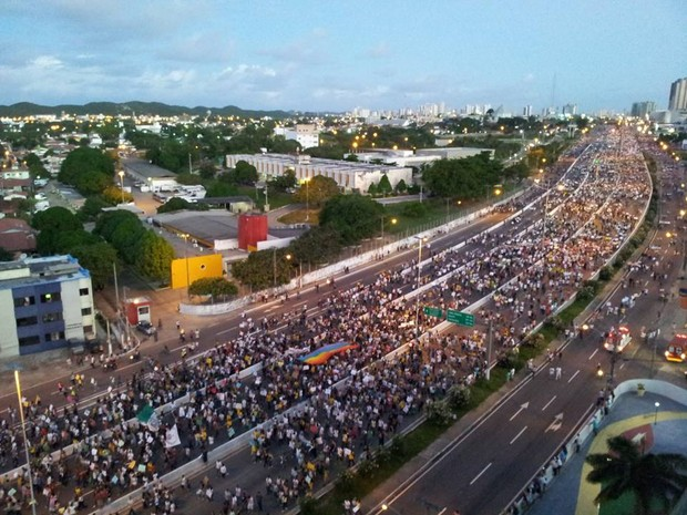 #RevoltadoBusão em Natal - protesto bloqueia a BR-101 (Foto: Henrique Dovalle/G1)