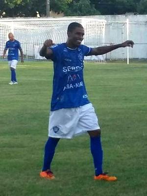 Juninho Carioca marcou dois gols pro Vitória contra o Rio Branco-VN (Foto: Richard Pinheiro/GloboEsporte.com)