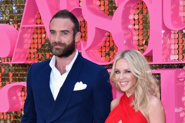 A cantora Kylie Minogue e seu ex-noivo, o ator Joshua Sasse (Foto: Getty Images)