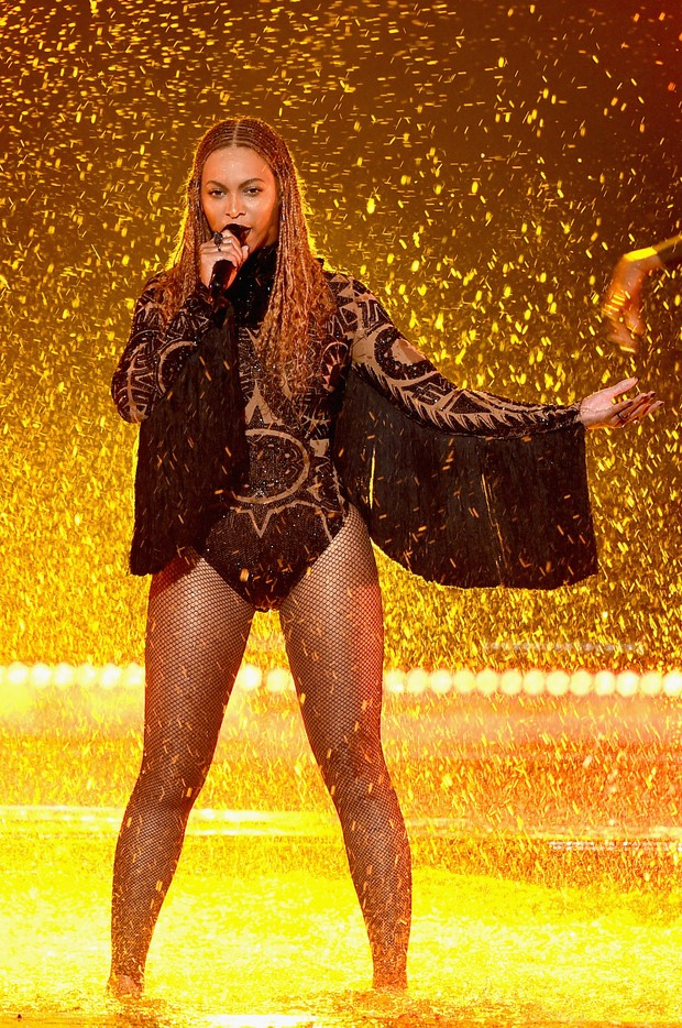 Beyoncé se apresenta no BET Awards, em Los Angeles, nos EUA (Foto: Getty Images)