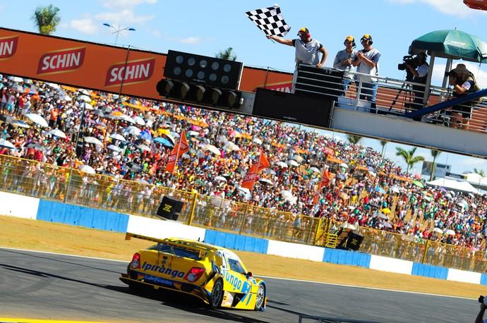 Thiago Camilo vence a Corrida do Milhão na Stock Car (Foto: Duda Bairros)