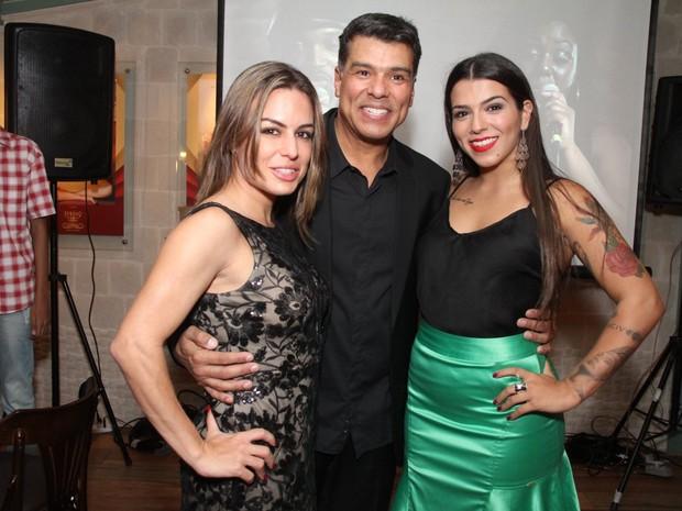 Maurício Mattar e a namorada, Bianca Assumpção, e a filha, Petra Mattar, em restaurante na Zona Oeste do Rio (Foto: Thyago Andrade/ Foto Rio News)