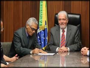 Eserval Rocha toma posse como governador em exercício (Foto: Manu Dias/GOVBA)