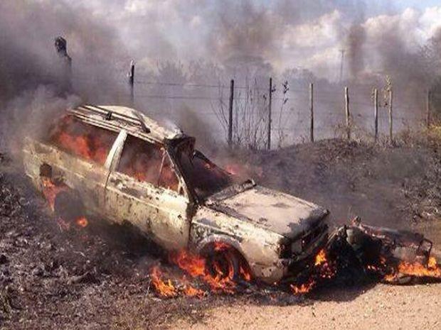 Garupa da moto foi arremessado para dentro do carro (Foto: Rerpodução/TV Sergipe)