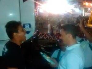 Equipe da Operação Lei Seca fiscalizou motoristas de trios elétricos durante a primeira noite do Carnatal (Foto: Divulgação/Polícia Militar do RN)