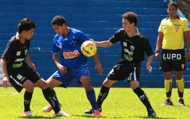 Campeonato Mineiro Infantil, Araxá e Cruzeiro na primeira fase (Foto: Divulgação/AEC)