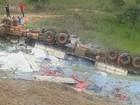 Direção trava e carreta cai em ribanceira na MG-188 em Vazante