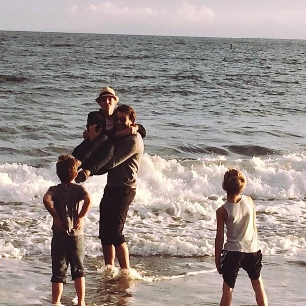 Britney Spears com os filhos e o namorado,  Charlie Ebersol (Foto: Instagram/ Reprodução)