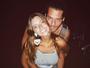 Giovanna Lancellotti se declara ao namorado, aniversariante do dia