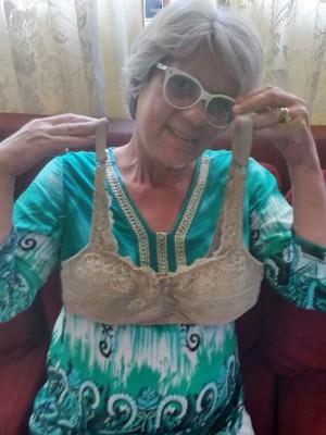 4b30039e7 Projeto doa sutiãs especiais para mulheres que tiveram câncer de mama em  Juruaia (Foto
