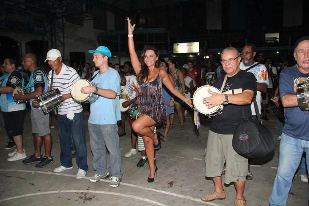 Suzana Pires no ensaio da Vila Isabel (Foto: Adna Barbosa/ Foto Rio News)