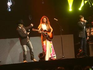Paula Fernandes com Chitãozinho e Xororó em SP (Foto: EGO)