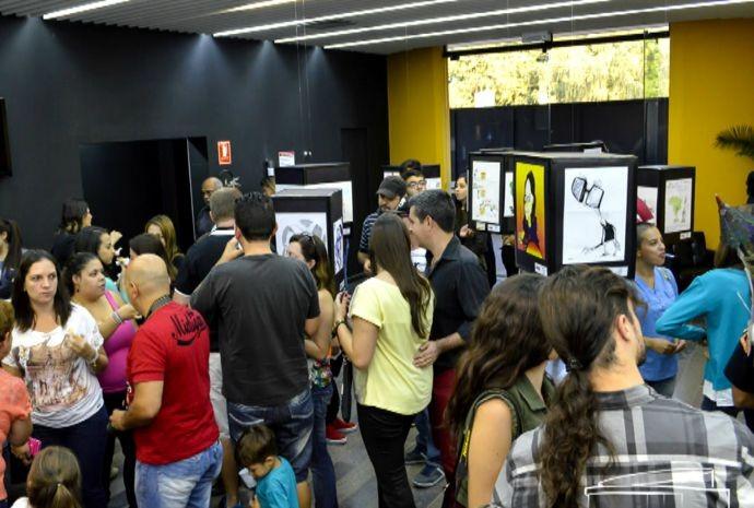 Salão do Humor reúne trabalhos de diferentes artistas e categorias (Foto: Reprodução / TV TEM)
