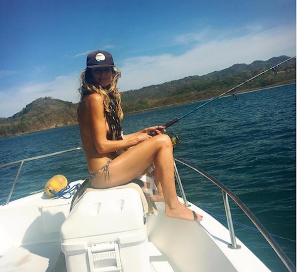 A modelo Heidi Klum pescando (Foto: Instagram)