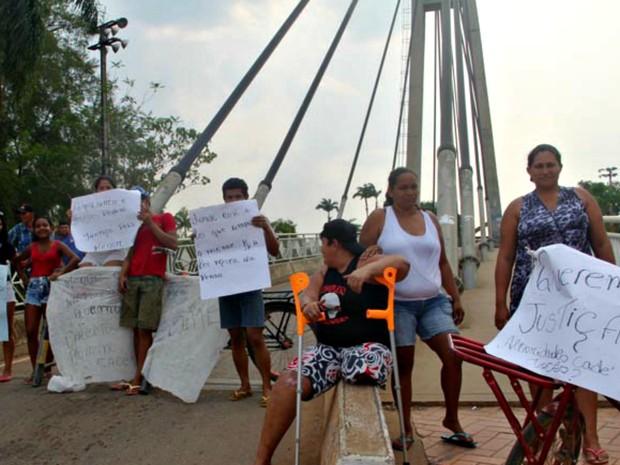Parentes fazem uma série de protestos na ponte que liga Brasileia a Cobija (Foto: Alexandre Lima/Arquivo pessoal)
