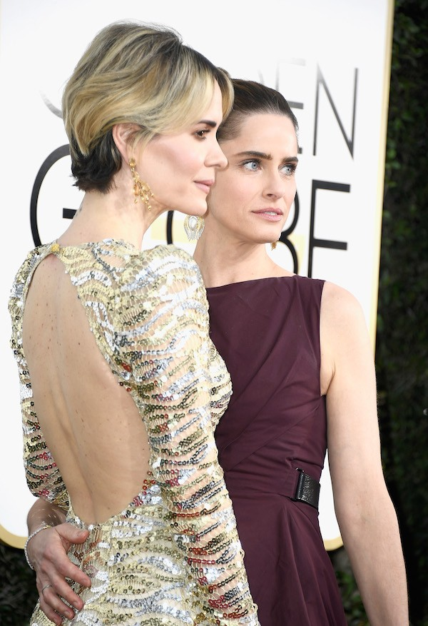 As atrizes Sarah Paulson e Amanda Peet (Foto: Getty Images)