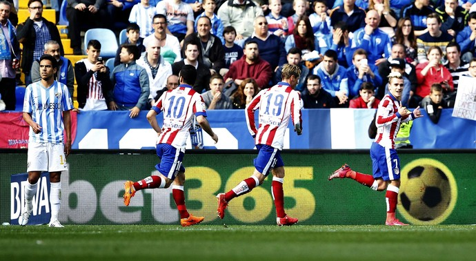 Griezmann comemora gol do Atlético de Madrid contra o Malaga (Foto: EFE)
