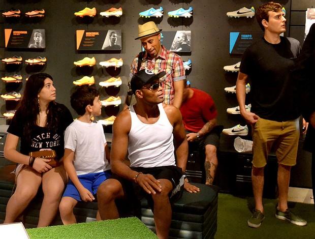 Anderson Silva fazendo compras em Las Vegas (Foto: Adriano Albuquerque)
