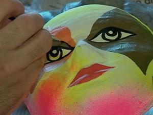 Começa temporada de confecção de máscaras carnavalescas em Bezerros (Foto: Reprodução/TV Asa Branca)