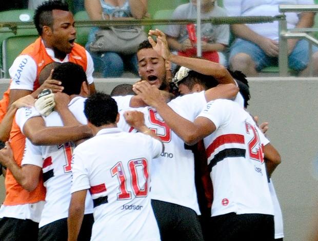 Lucas são paulo gol Cruzeiro (Foto: Douglas Magno / Vipcomm)