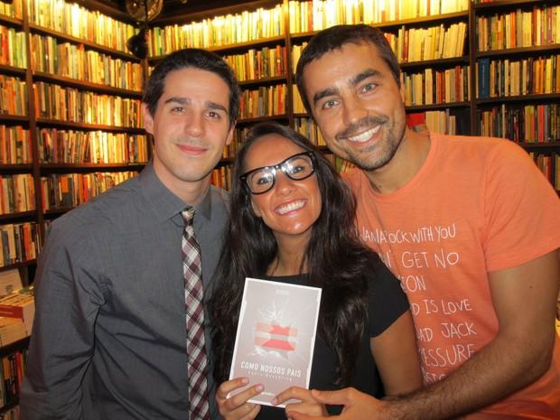 Pedro Neschiling com Ricardo Pereira e Francisca Pinto em lançamento de livro no Rio (Foto: Rogério Fidalgo/ Ag. News)