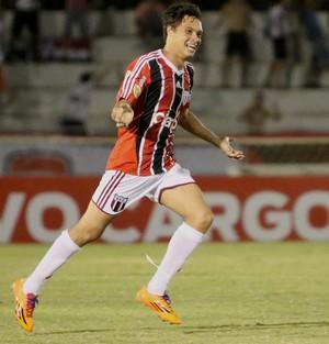 Mike comemora o segundo gol do Botafogo (Foto: Rogério Moroti/Ag. Botafogo)
