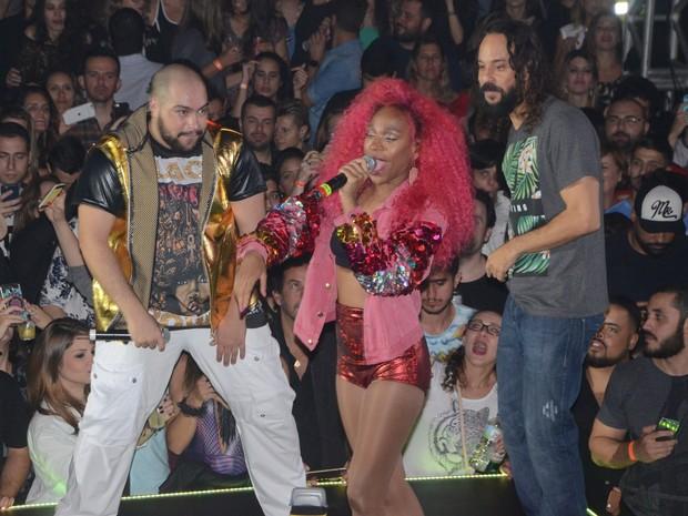 Tiago Abravanel, Karol Conka e Gabriel O Pensador se apresentam em festa em São Paulo (Foto: Eduardo Martins/ Ag. News)