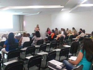 Durante encontro de gestores kits são entregues em Petrolina (Foto: Ascom/ Secretária de Saúde de Petrolina)