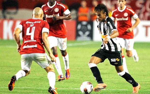 Neymar na partida do Santos contra o Internacional (Foto: Edison Vara / Reuters)