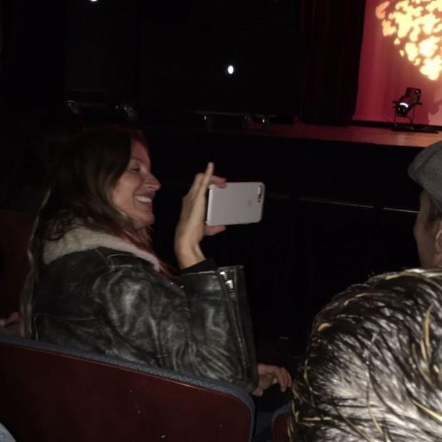 Gisele fotografa Tom Brady na plateia (Foto: Reprodução/Instagram)