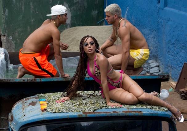 Anitta grava Vai Malandra no Morro do Vidigal (Foto: Andre Munhoz)