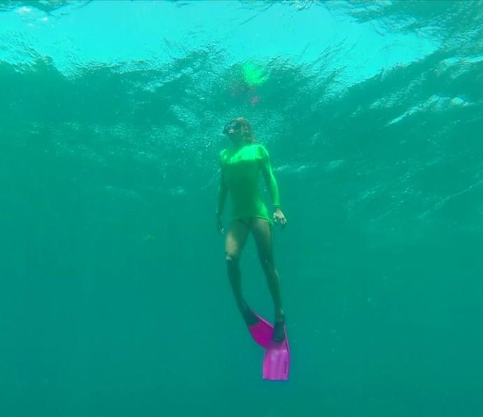 Bruna Salvatori também aproveitou para mergulhar em Fernando de Noronha (Foto: Gshow)