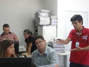 Surdos contam com instrutor de libras no TRT de Alagoas (Foto: Carolina Sanches/ G1)
