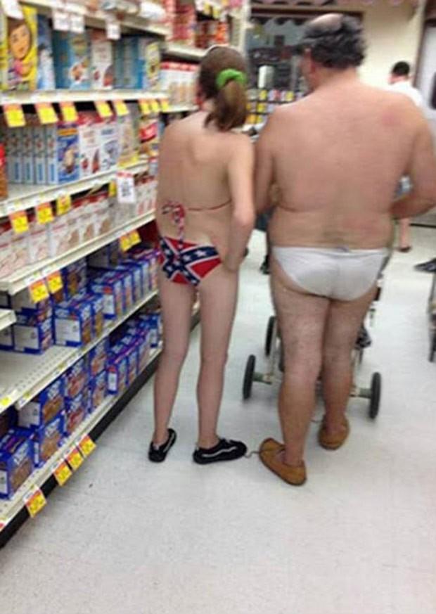 Mulher gerou debate na web ao usar biquíni com a estampa da bandeira dos Confederados (Foto: Reprodução/Reddit/Jagator)