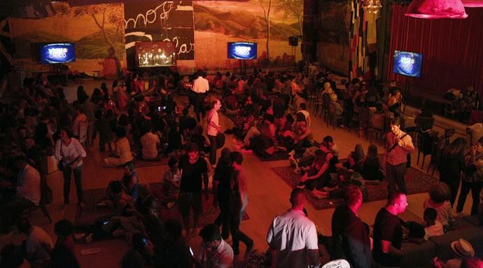 Elenco, equipe e direção comemoram juntos a estreia de 'Velho Chico' (Foto: Inacio Moraes/ Gshow)