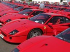 Desfile na Inglaterra bate recorde com 60 Ferraris F40