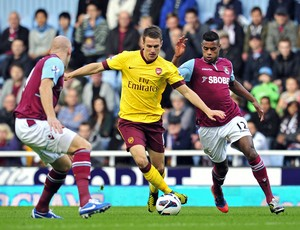 Ransey, West Ham e Arsenal (Foto: Agência AFP)