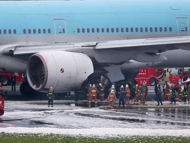 aeroporto - [Internacional] Avião coreano é evacuado após fumaça em aeroporto no Japão Aviao