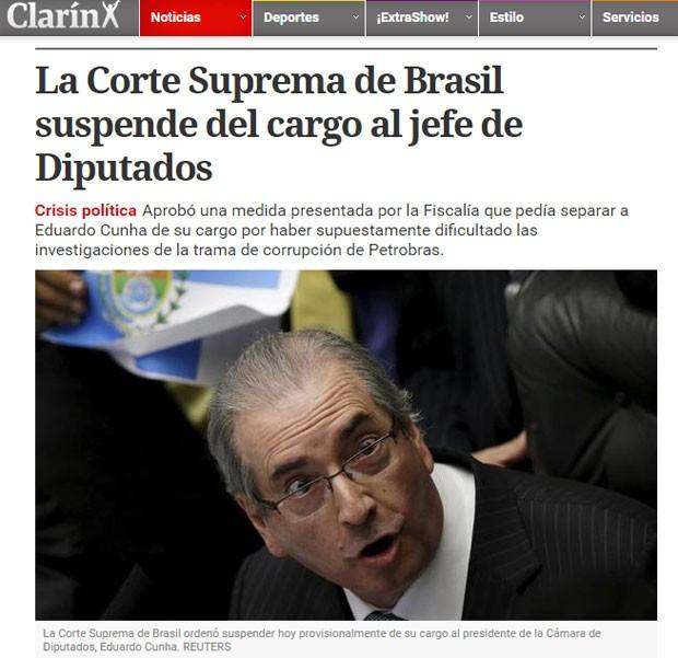 O argentino 'El Clarín' noticiou o afastamento de Cunha em seu site na quinta (5) (Foto: Reprodução/El Clarín)
